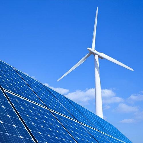 Wiatrak i panele solarne